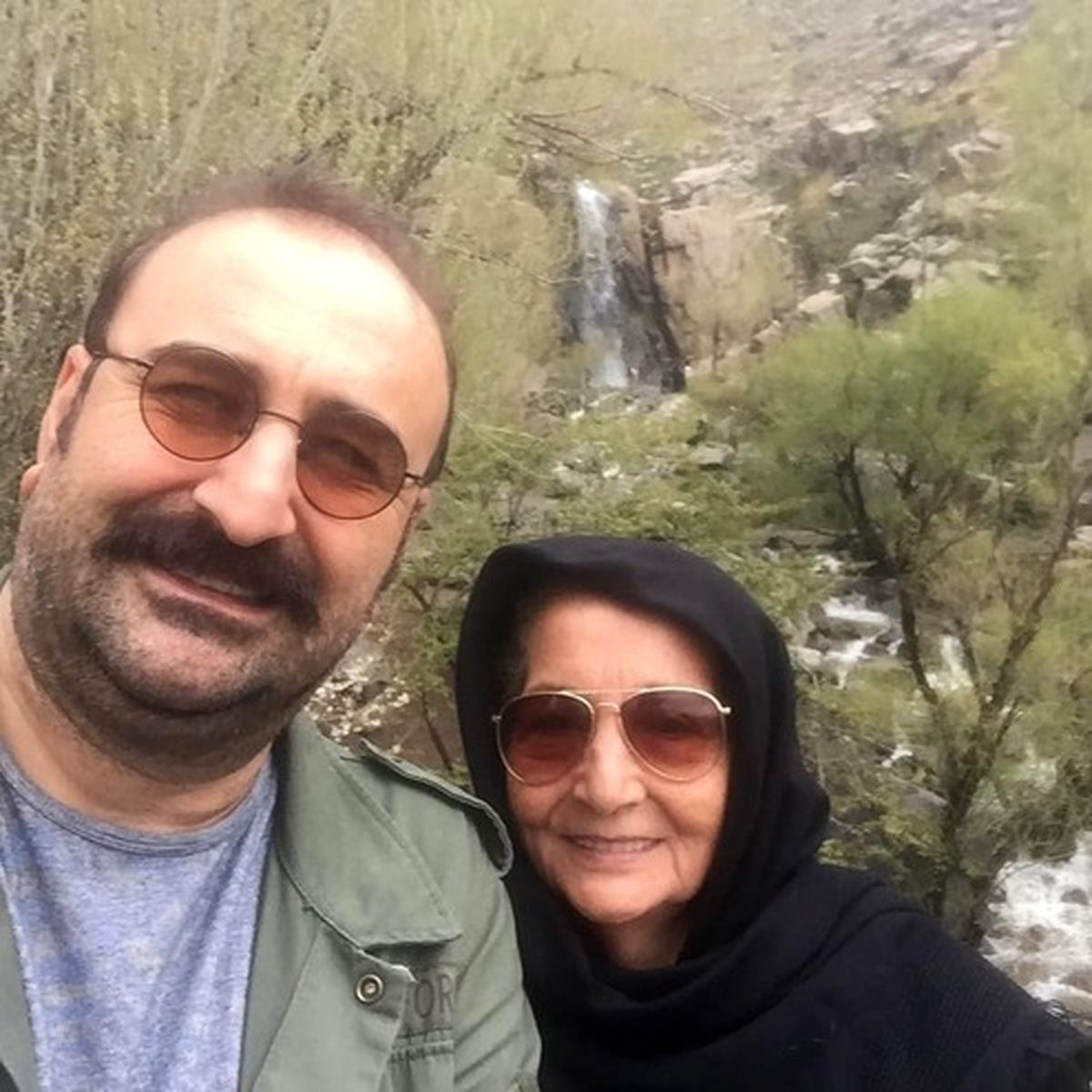سلفی بهبودِ سریال «پایتخت» با مادرش +عکس