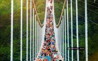 ازدحام جمعیت روی پل معلق مشگینشهر! +عکس