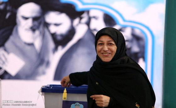تصاویر: رای همسران ظریف و هاشمی در جماران